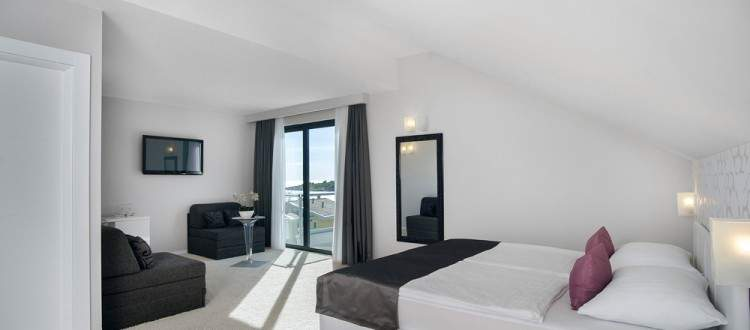 Life Suite - side sea view